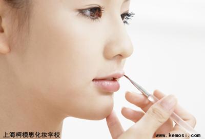 化妆学校:不同年龄段的化妆技巧