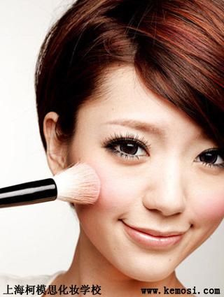 化妆学校教你5分钟如何打造清新裸妆