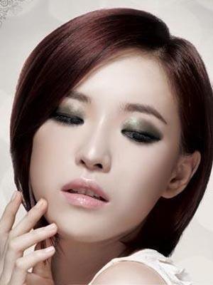 秋冬季节流行什么妆容?性感烟熏妆助你抢镜