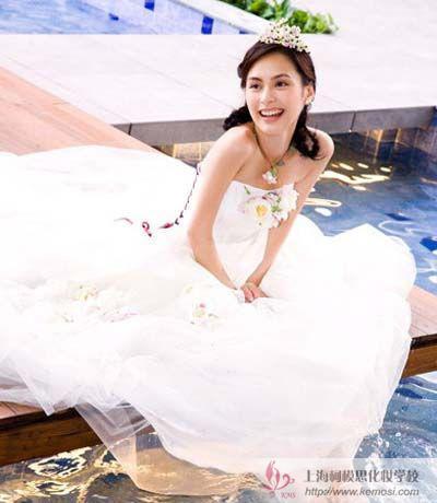 韩式新娘发型怎么样?跟Twins一起体验烂漫优雅新娘盘发