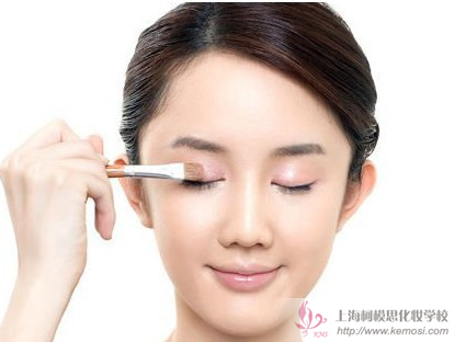 怎么化淡妆?柯模思教你新手画韩式淡妆的步骤,简单8步打造魅力自我