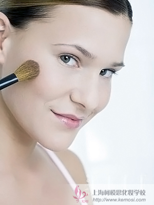 冬季干性皮肤怎么化妆?柯模思分享冬季水润美妆化妆步骤