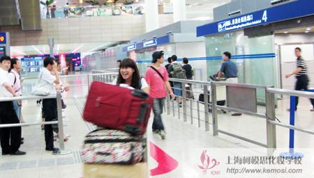 激动激动还是激动,2011国际人体彩绘节中国选手载誉归国