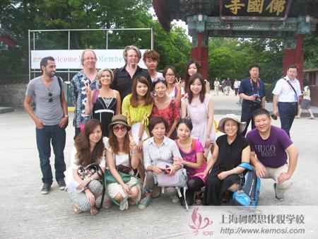 中国小选手们与世界彩绘大师们合影