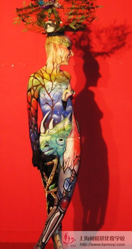 2011国际人体彩绘节上模特展示惊艳全场的人体彩绘作品