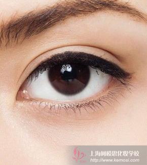 自己怎么画眼线
