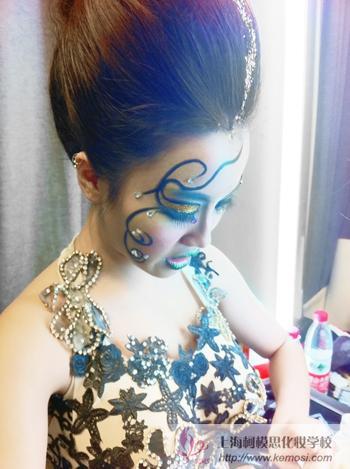 上海戏剧学院优秀话剧《麦克白》上演,柯模思学员负责演员化妆造型