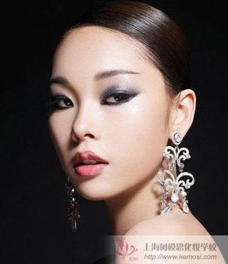 秋季如何化妆?2011秋季流行妆容,化妆步骤