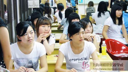 柯模思上海化妆学校新生开学