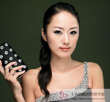 2012情人节最新约会流行什么妆容?妩媚眼妆助你迷倒众生