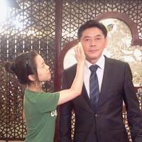 """谭云霞老师指导学生参加中国名酒""""烧春坊""""广告造型"""