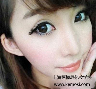 年彩妆流行趋势——清新甜美妆容