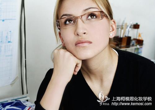 上海哪里可以学化妆?哪里学化妆好?