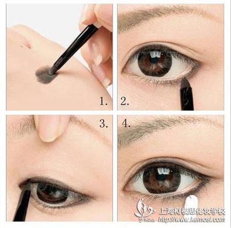 之用眼线膏画眼线的步骤