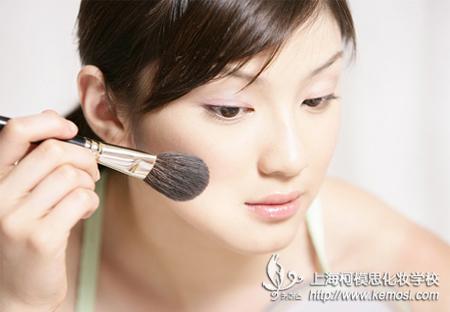 学化妆的基本步骤之打粉底