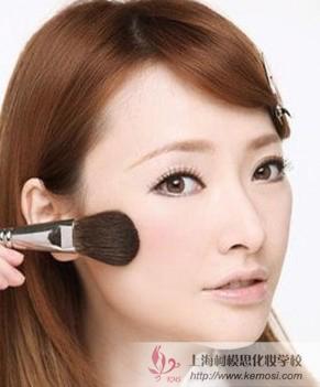 柯模思教你方形脸女生化妆步骤