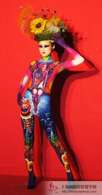 2011世界人体彩绘大赛上模特展示人体彩绘