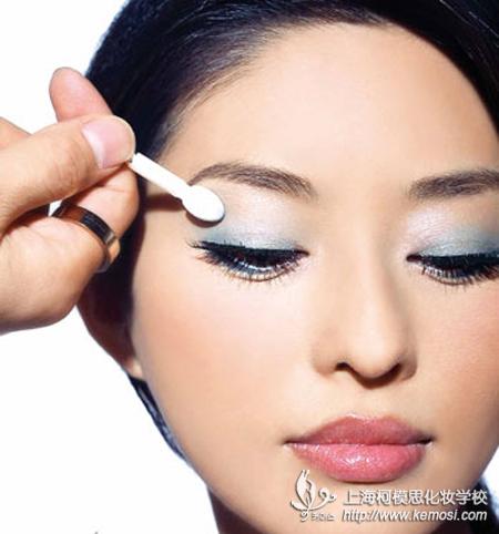 学化妆的基本步骤之眼妆
